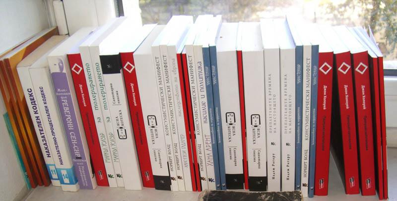 http://www.anarresbooks.org/wp-content/uploads/2013/10/anarres_podkrepa_site1.jpg